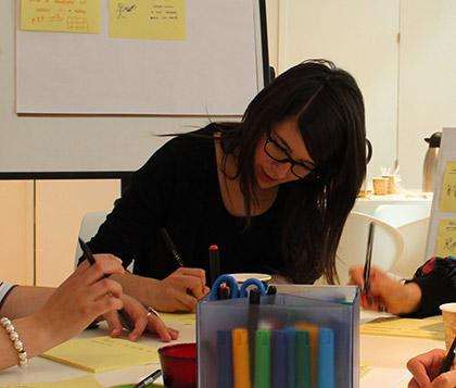 Ione Ardaiz trabajando en las oficinas de Designit Madrid