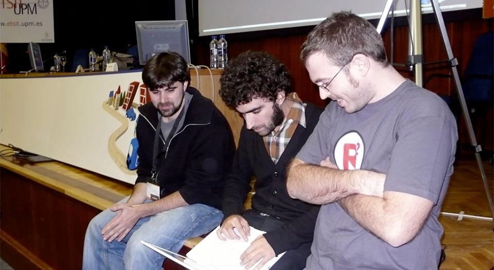 Con Blat y Mamuso, preparando la presentación de unvlog.com en la Conferencia Rails 2007. Fotografía cortesía de Jorge Correa