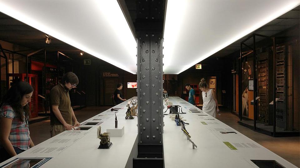 De excursión al museo de las telecomunicaciones de la Fundación Telefónica con el Programa Vostok. En la foto con Carlos Matallín, Inma Bermejo, Danny Saltaren y María Barceló