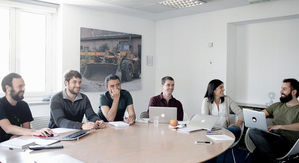 Reunión semanal del equipo de experiencia de usuario en Idealista.com
